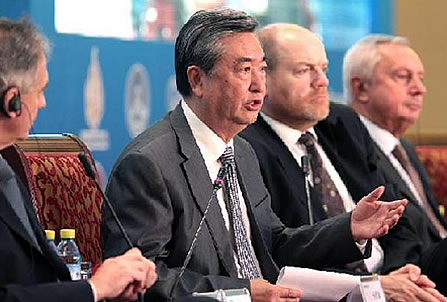 Xinhua Propaganda Agency Boss Mr. Li Congjun Heads Media Meeting 2011 Alongside Ex-BBC Chief (3rd Left) And Other International Media Execs