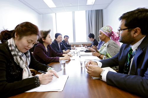 Ms Phumzile Mlambo-Ngcuka, Executive Director UN Women (center right) with Ms Meng Xiaosi, (center left)